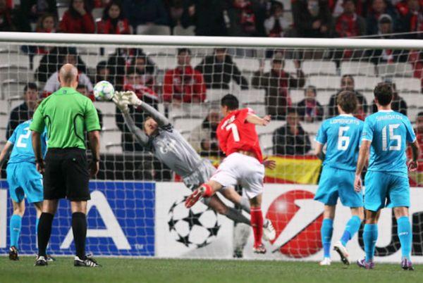 Benfica gugurkan zenit st petersburg
