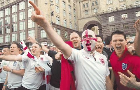 Франция депортирует 2-х россиян-фанатов, задержанных задраку вМарселе