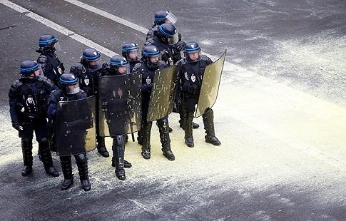 ВМВД Франции обещали выслать блокированных вавтобусе русских фанатов