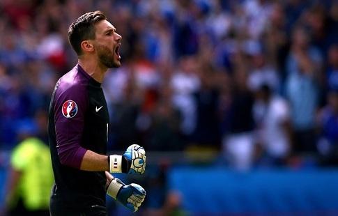 Вратарь Льорис: тренеру Дешаму удалось сплотить сборную Франции перед домашнимЧЕ