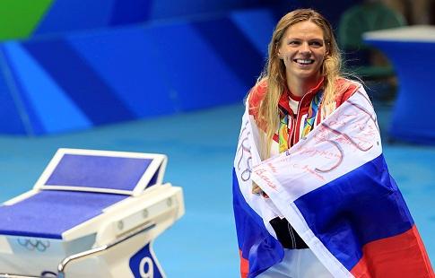Экс-волгодончанке Юлии Ефимовой подарят именной золотой телефон сизображением богини Победы