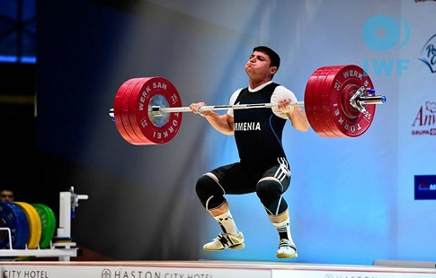 Еще одна жертва Олимпиады: штангист изАрмении получил тяжелую травму