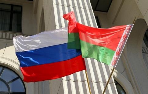 Лукашенко похвалил инициативу белорусских спортсменов сфлагом РФ