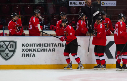 Вернувшийся изНХЛ защитник «Авангарда» дебютировал вматче с«Металлургом»