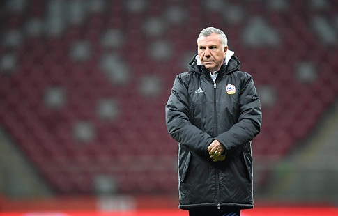 Сборная Армении осталась без основного тренера