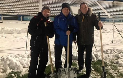 Фанаты ярославского «Шинника» расчистили поле для игры с«Волгарем»