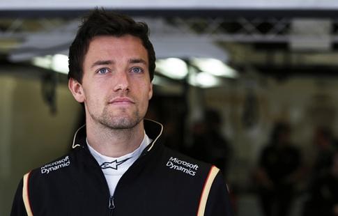 Команда «Формулы-1» «Рено» продлила договор сДжолионом Палмером
