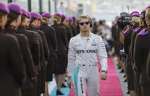Германский гонщик Нико Росберг впервый раз стал чемпионом «Формулы-1»