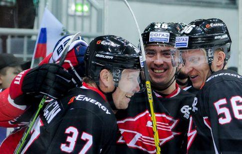 Хоккеист «Авангарда» Пережогин стал лучшим снайпером вистории команды