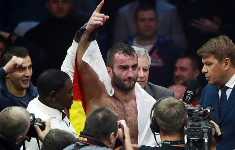 Денис Лебедев неотстоял титул чемпиона мира побоксу