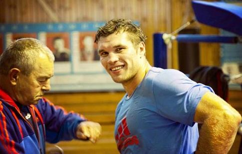 Чемпион мира побоксу Лебедев перед боем перевесил Гассиева