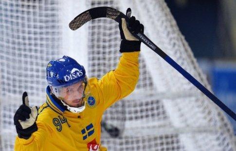 Русская сборная похоккею смячом уступила шведам вфинале чемпионата мира