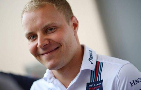 Пилот Mercedes Боттас впервый раз вкарьере одержал победу квалификацию «Формулы-1»