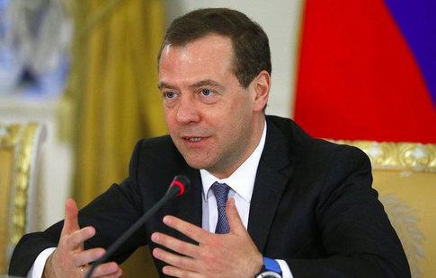 Мутко рассмешил Медведева обещанием «порвать всех вфутболе»