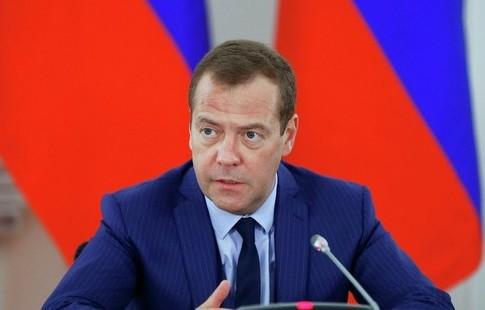 Мутко объявил Медведеву, что сборная Российской Федерации пофутболу «всех порвёт»
