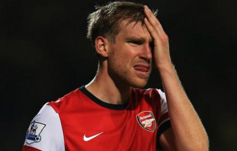 Мертезакер объявил озавершении карьеры футболиста