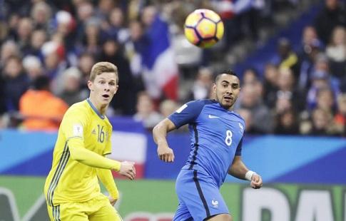 Футболист шведской сборной забил гол ударом сцентра поля