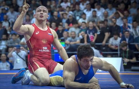 Чемпионат Российской Федерации повольной борьбе необошелся без потасовки