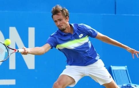 Медведев победил Куэрри впервом круге турнира вИстбурне