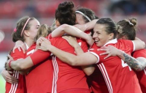 Русские футболистки одержали первую вистории победу начемпионате Европы