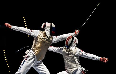 Жители России завоевали бронзу вкомандных соревнованиях шпажистов наЧМ
