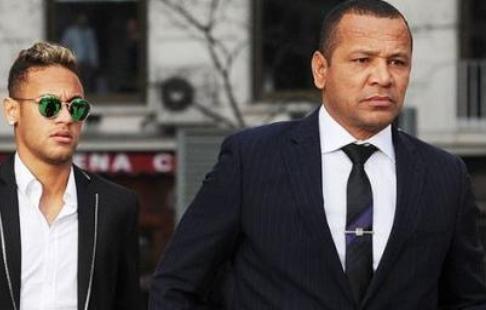 Бразильский нападающий Неймар простился стоварищами по«Барселоне»