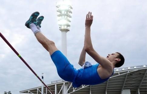Русские прыгуны Лысенко иИванюк вышли вфинал наЧМ встолице Англии