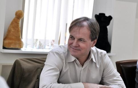 Житель россии  Непомнящий лидирует после 6-ти  туров нашахматном супертурнире вСент-Луисе
