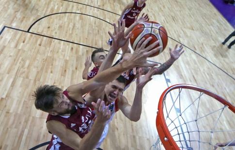 Сборная Российской Федерации побаскетболу потерпела первое поражение наЧЕ
