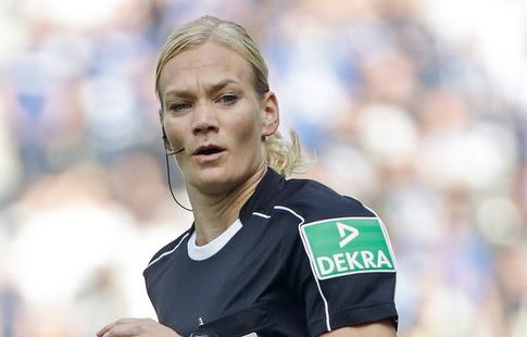 Женщина впервые работала в качестве главного судьи на матче Бундеслиги