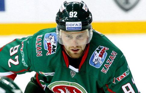Вратарь «Нефтехимика» инападающий «АкБарса» стали лучшими игроками КХЛ