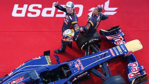 «Ред Булл» закончил сотрудничество с русским гонщиком Квятом