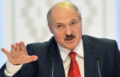 Лукашенко снова пришел натеннис сгимнасткой Ксенией Санкович