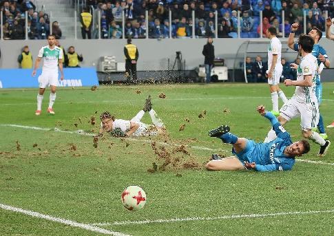 Замену газона настадионе Крестовского острова оплатит «Зенит»— Албин