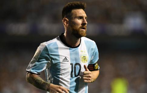 Месси хотелбы закончить карьеру вАргентине, однако  боится задетей