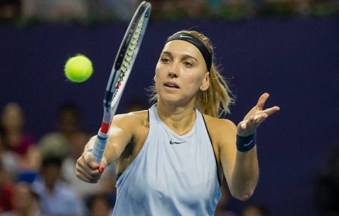 Макарова одолела Остапенко настарте теннисного турнира вСиднее