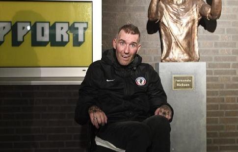 ВГолландии установили монумент экс-полузащитнику «Зенита» Риксену, страдающему отнеизлечимой болезни