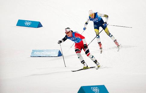 Норвежские лыжницы обогнали шведок нафинише эстафеты наОлимпиаде