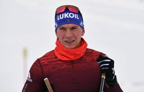 Житель россии Большунов завоевал бронзу наэтапе Кубка мира