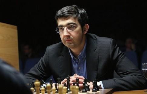 Крамник победил Грищука впервом туре турнира претендентов нашахматную корону