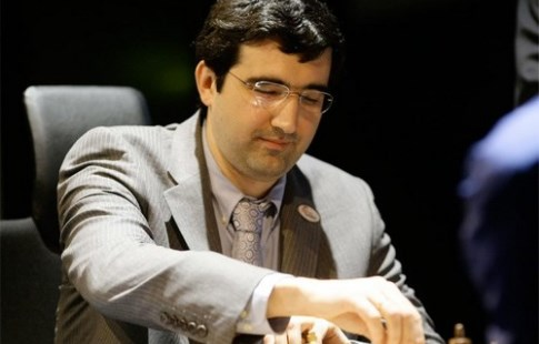 Крамник проиграл Каруане и утратил лидерство на шахматном турнире претендентов