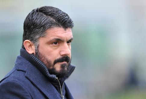 Главный тренер «Милана» пригрозил выбить зубы одному изфутболистов