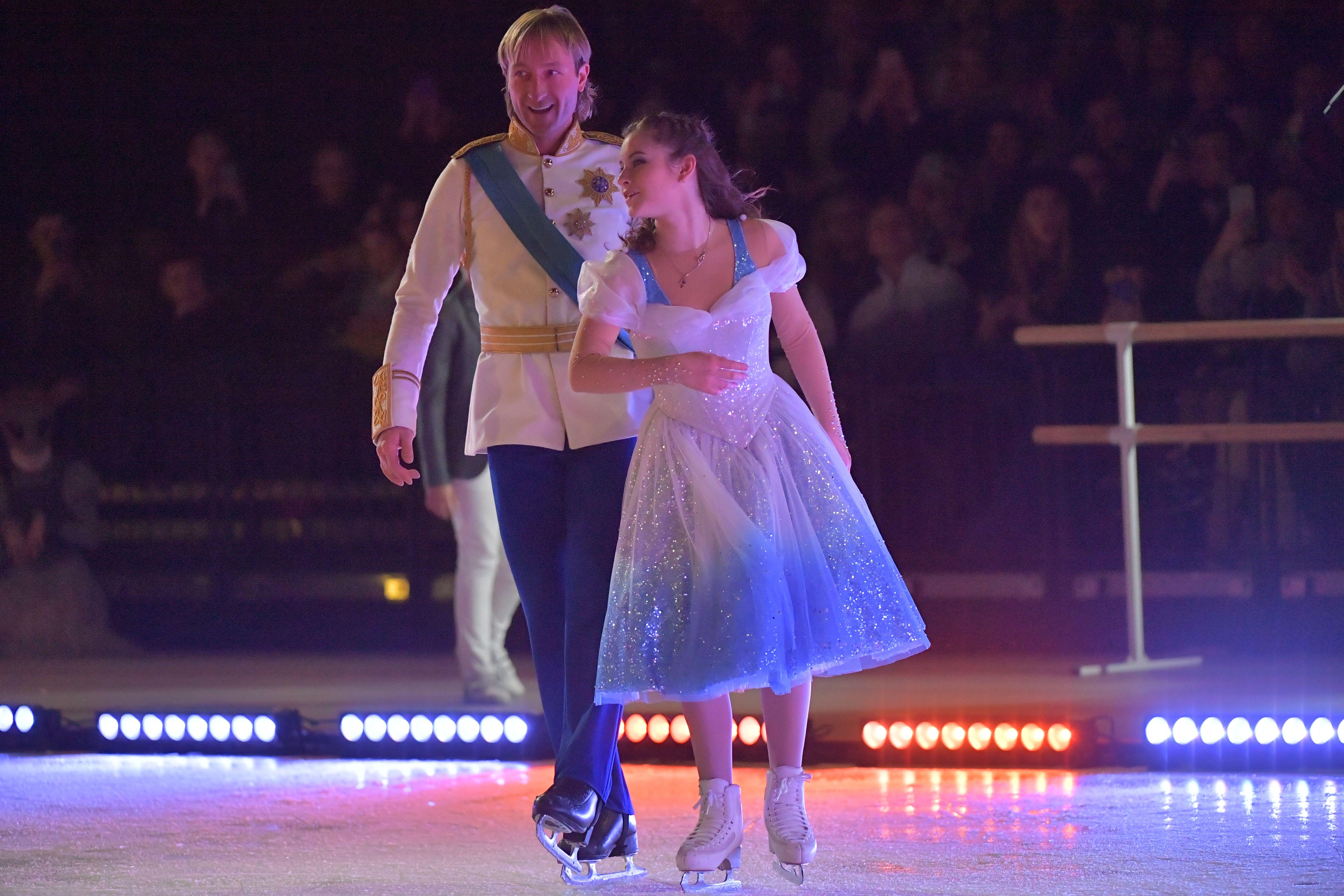 Плющенко показал танец маленьких лебедей из новогоднего шоу. ВИДЕО