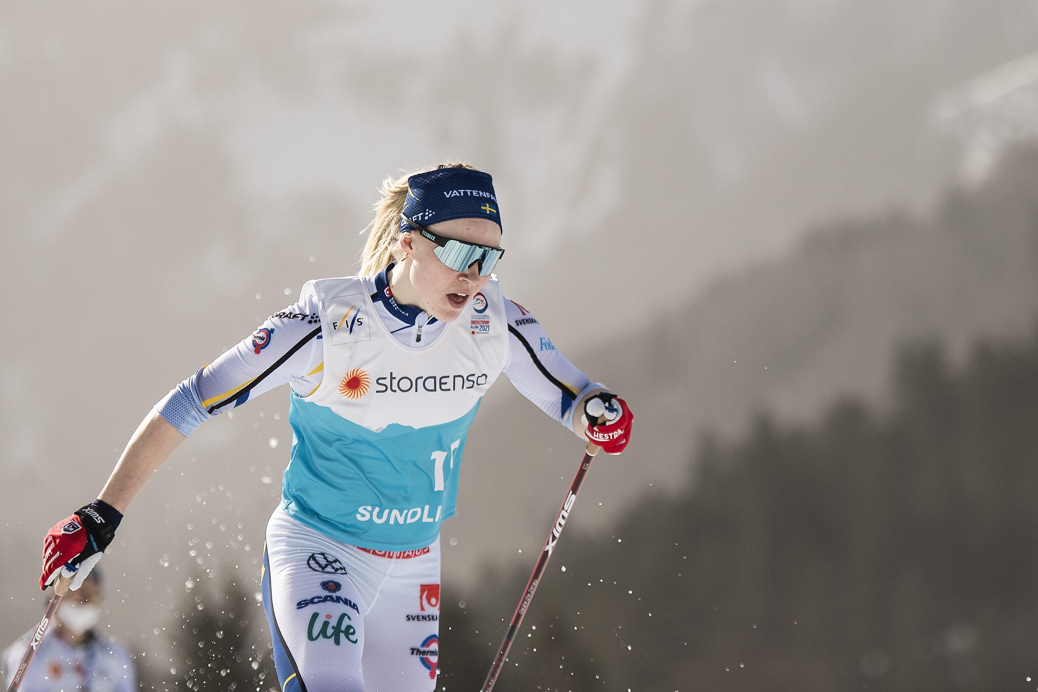Шведская лыжница Сундлинг завоевала золото в спринте на ЧМ в Оберстдорфе