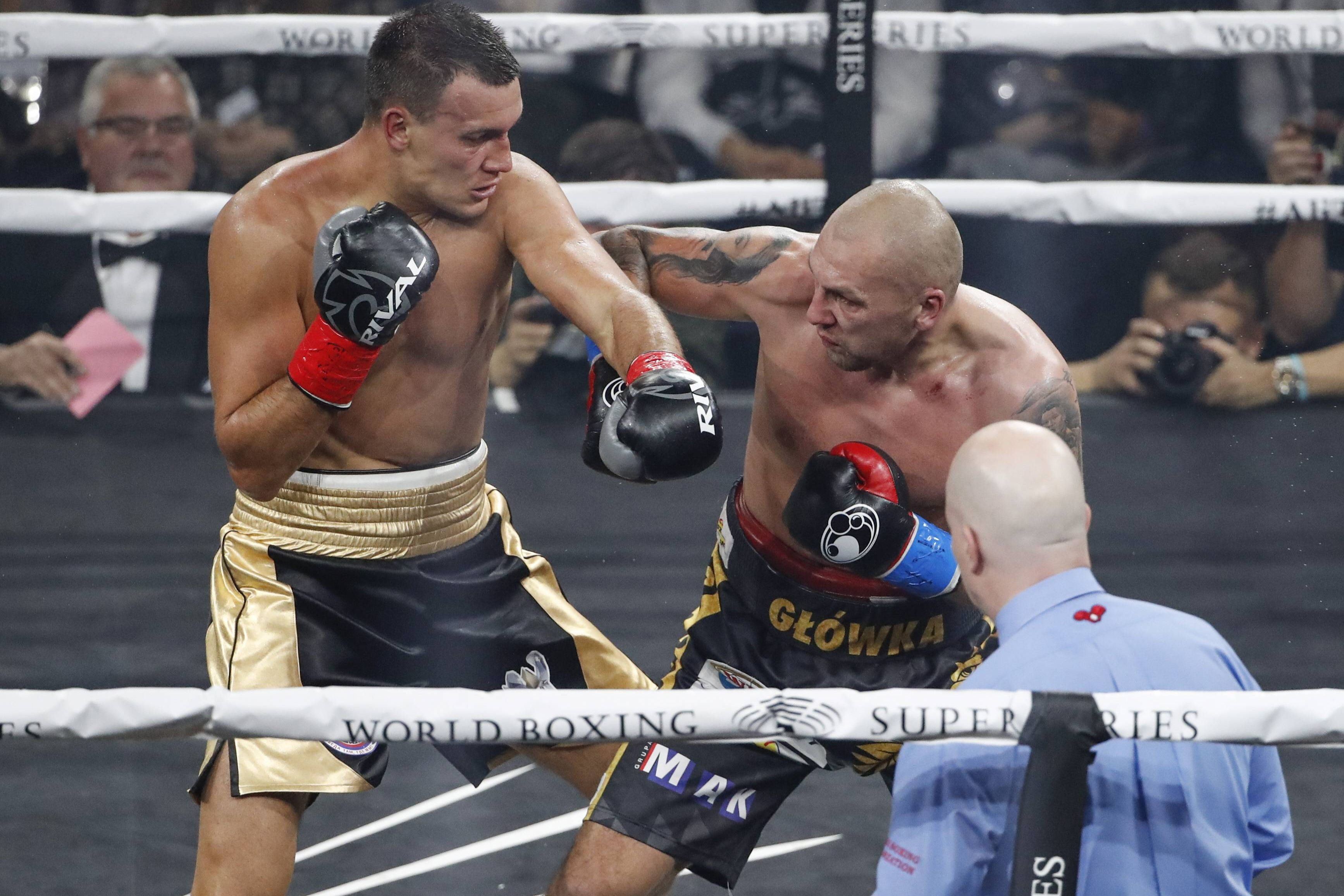 Менеджер российского боксёра Власова раскритиковал судей после поражения спортсмена в бою за титул WBO