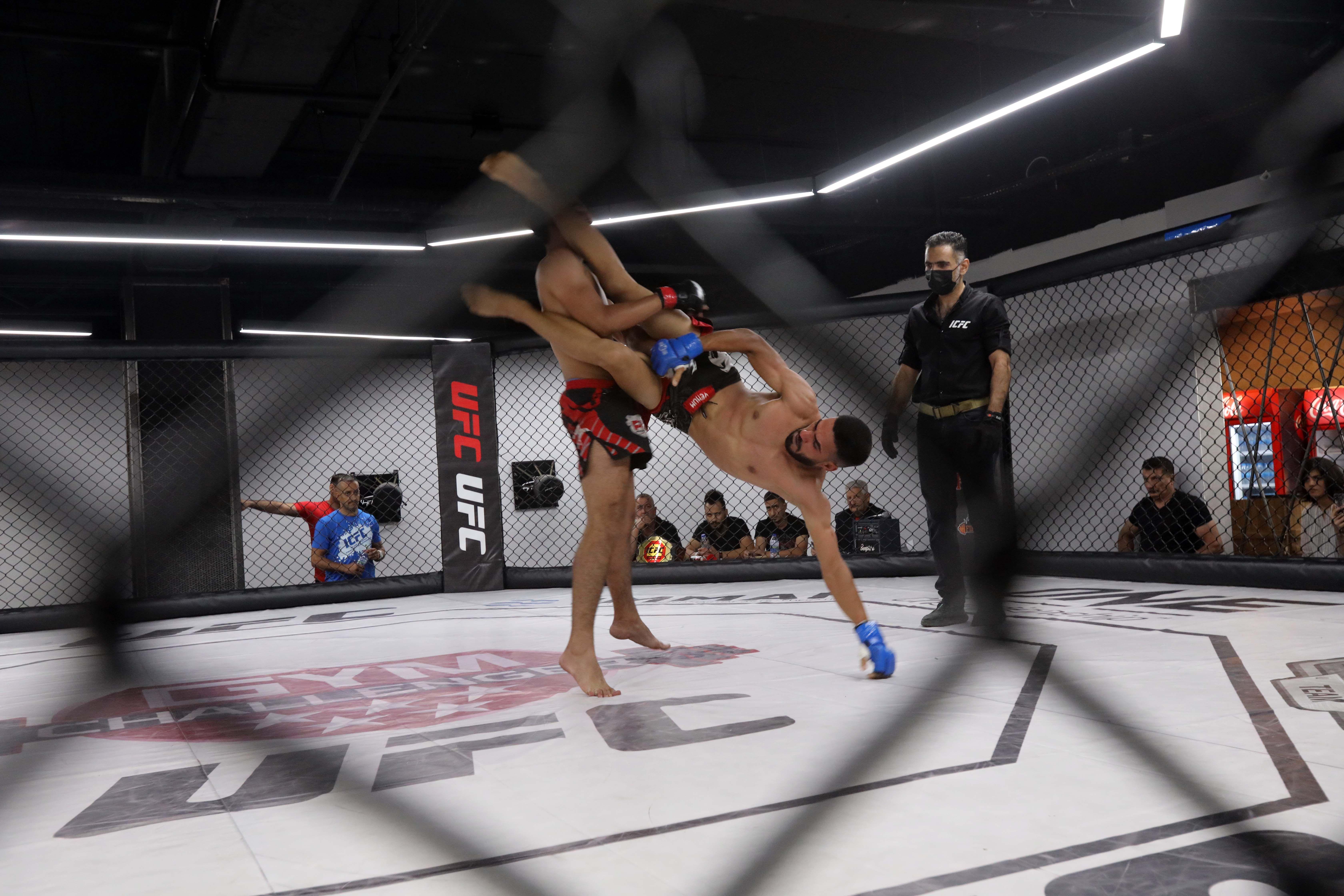 Бикрев нокаутировал Дазаева и защитил титул чемпиона AMC Fight Nights
