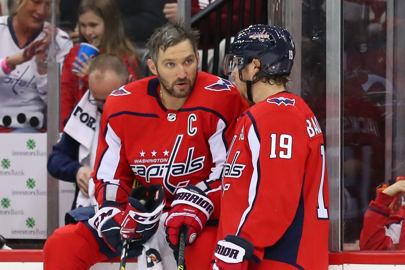Овечкин сделал результативную передачу и забросил очередную шайбу в НХЛ (Видео)