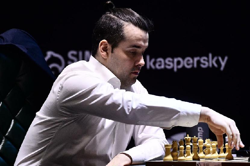 Шахматист Непомнящий проведёт матч за звание чемпиона мира без российского флага