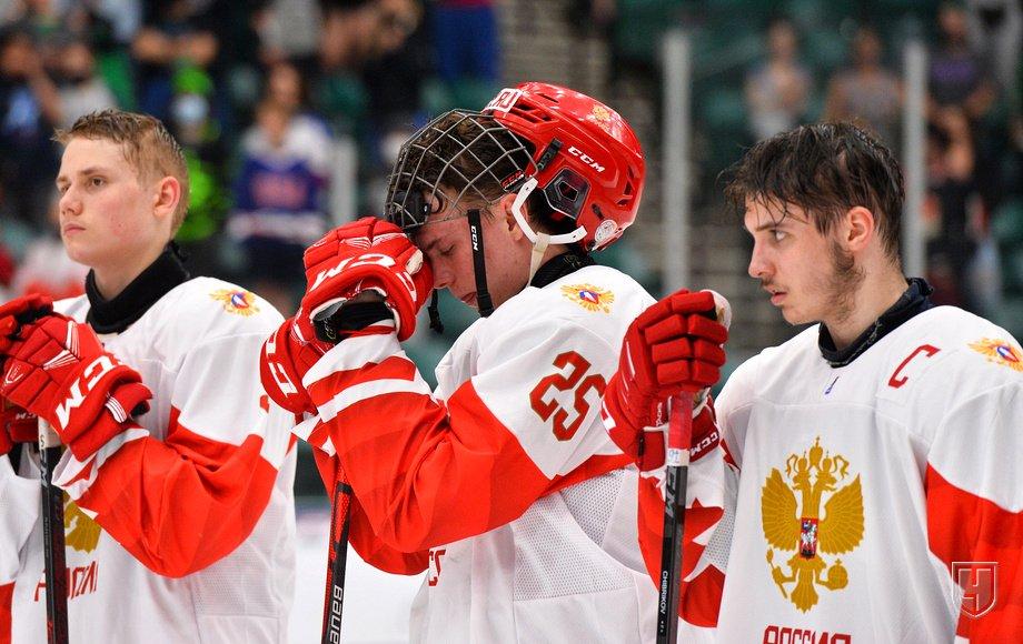 Ценность Мичкова как слабое утешение: Россия проигрывает супербитву Канаде и другие итоги ЮЧМ-2021. ВИДЕО