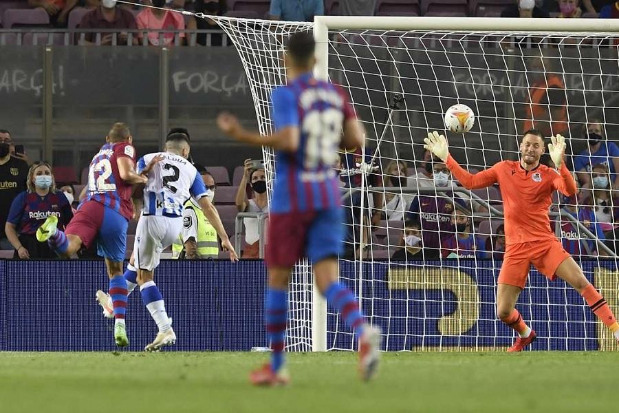 Барселона одержала яркую победу в первом матче без Месси